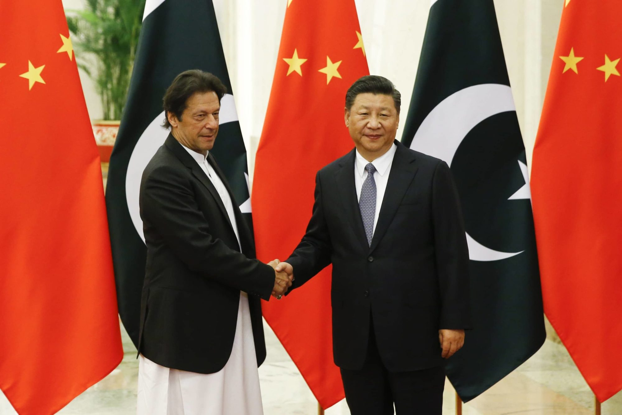 President Xi Jinping shakes hands with Prime Minister Imran Khan.