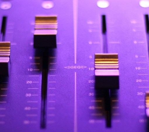 8 Tips for Mixing Bass in Home Recording Studios