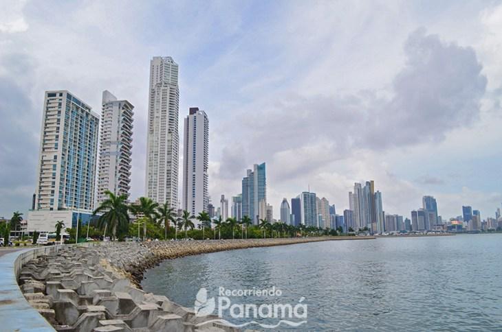 Vista de la Ciudad de Panamá, desde la Cinta Costera