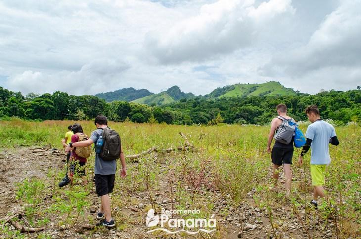 Hiking to Bayano Caves