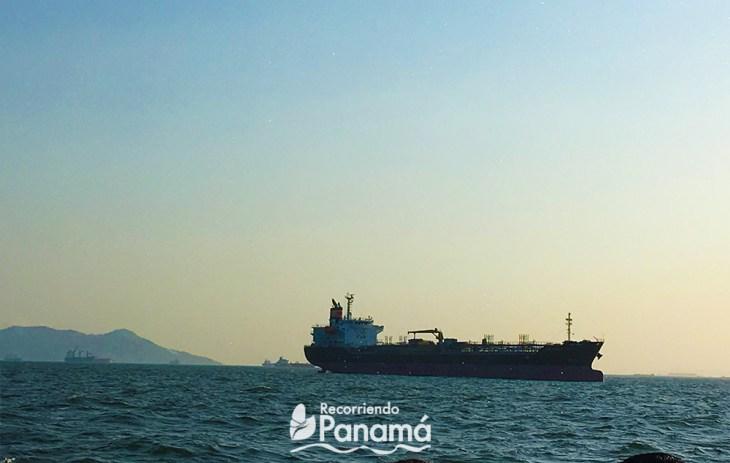 Buque en la Bahía de Panamá.