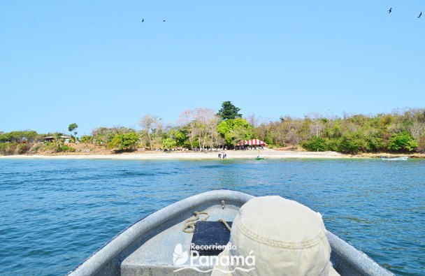 Arriving to bolaños island