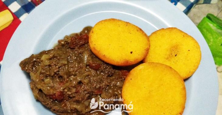 Tortilla con bistec encebollado. Desayunos Panameños.
