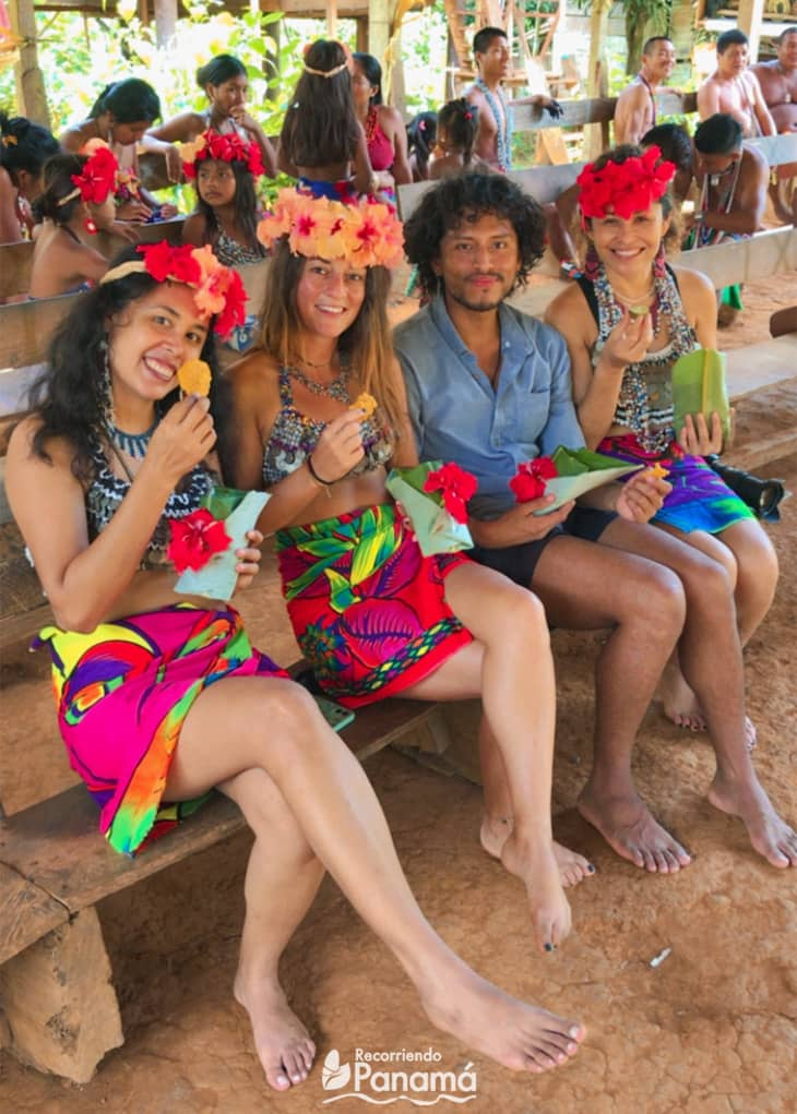 Dress like a Emberá. Emberá Druá Community