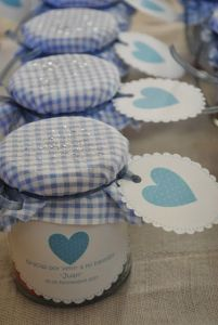 Recuerdos de Bautizo para niño azul frasco cubierto tela corazon detalles