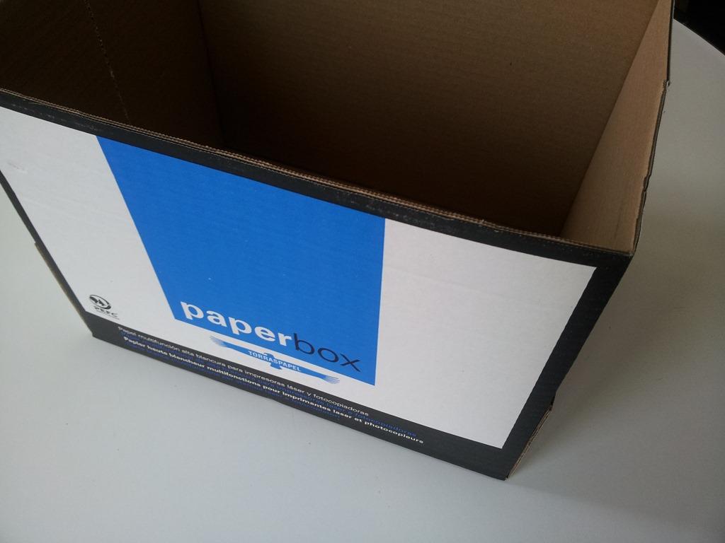 comment faire d'un simple carton un joli rangement coloré ?