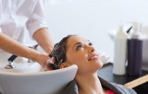 Servicios auxiliares de peluquería.
