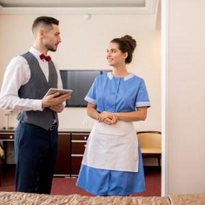 Operaciones básicas de pisos en alojamiento