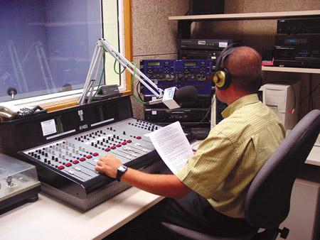 Resultado de imagen para cabina de radio