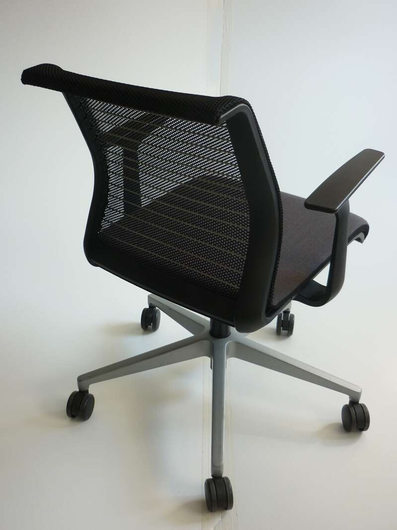 Steelcase Think Chair Steelcase Think Brown Black Meeting Chairs 85 00 Vat