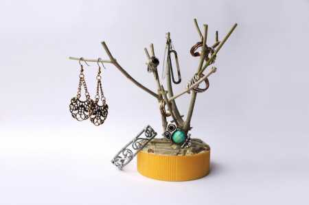 How to make a tree branch jewelry holder recycled crafts for Tree branch jewelry holder