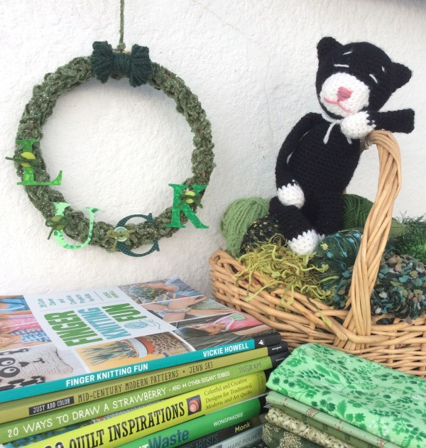 finger knit wreath yarn bow St. Patrick's Day