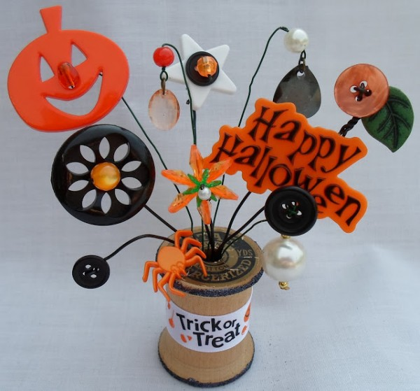 recycled spool tiny button bouquet halloween decoration recycled crafts - Recycled Halloween Decorations