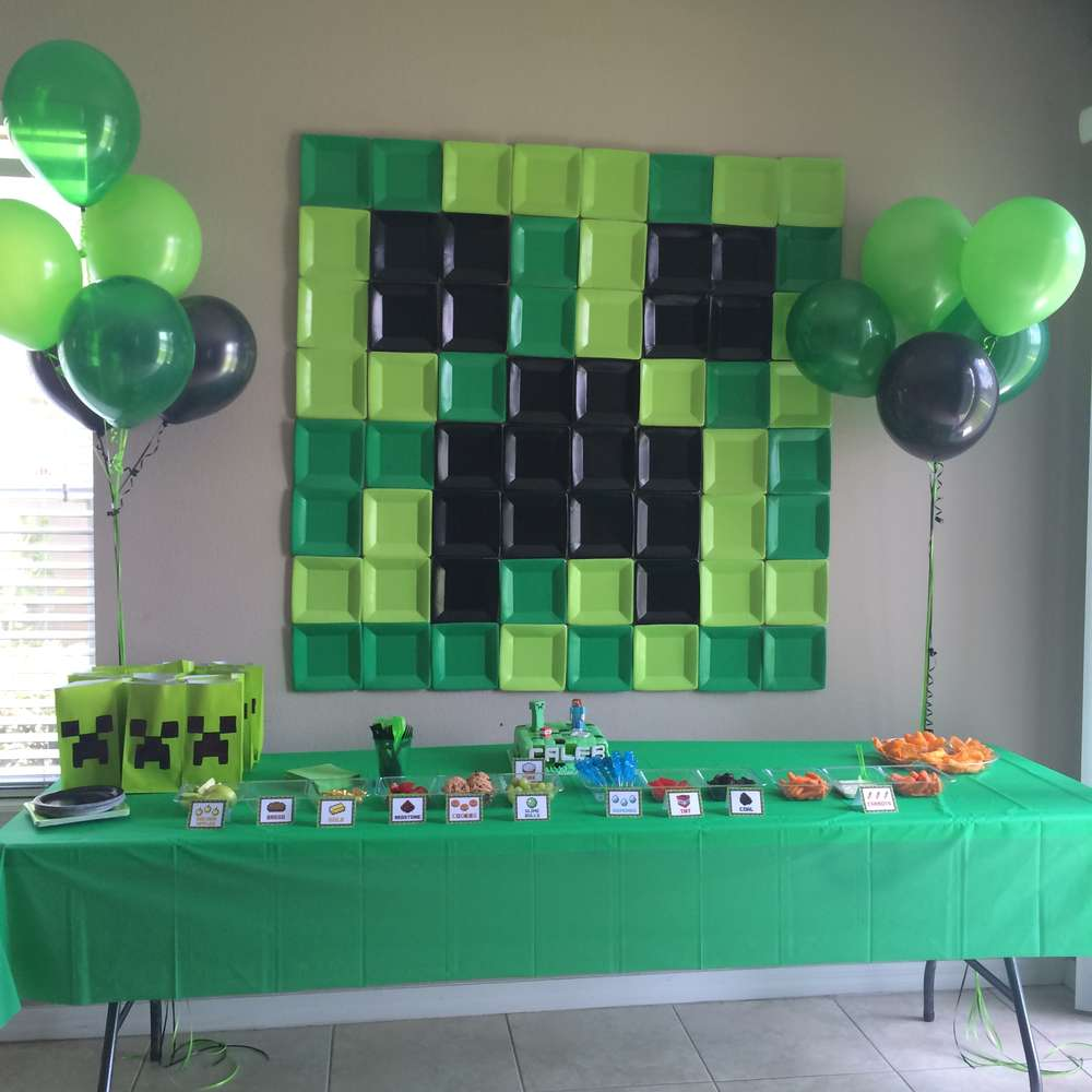 Use Square Paper Plates For Giant Wall Decoration