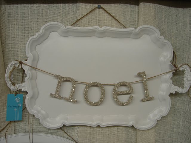 Use a tray to hang words