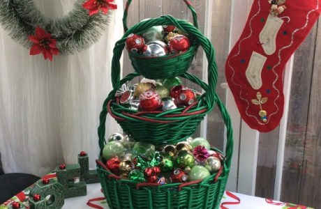 How to make a stacked basket Christmas tree