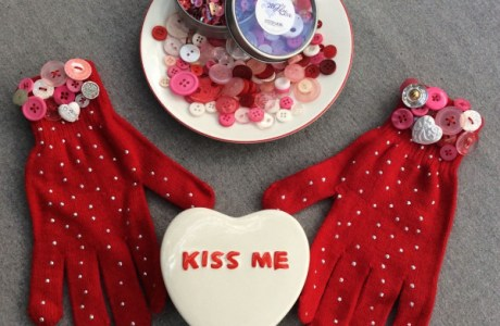 How to embellish gloves with buttons for Valentine's Day