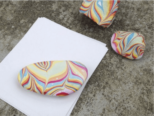 How to marblize rocks to decorate for summer