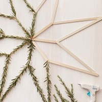 Beautiful Christmas craft with the classic Popsicle stick