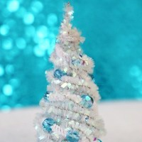 How to make easy mini Christmas trees-never too soon to start holiday decor!