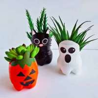 """How to make adorable succulent """"hair"""" Halloween pots"""