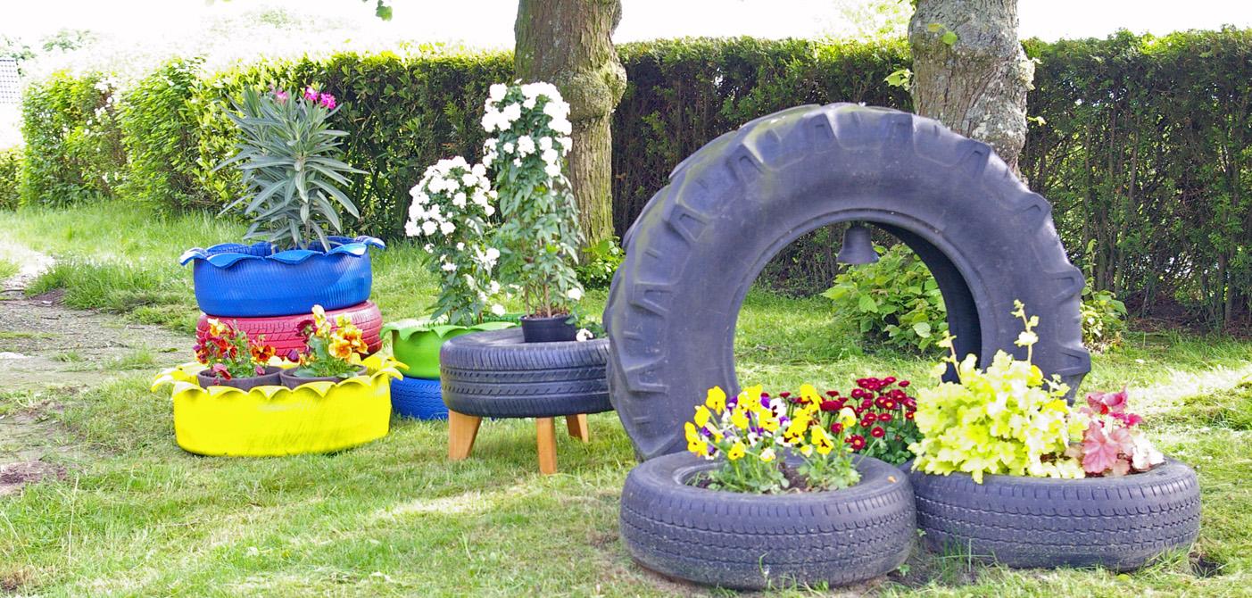 Bunte Autoreifen im Garten  ein toller Blickpunkt  Recyclingkunst und der Versuch langsam und