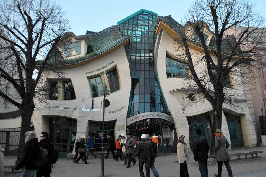 Krzywy Domek | via:  wikimedia.org