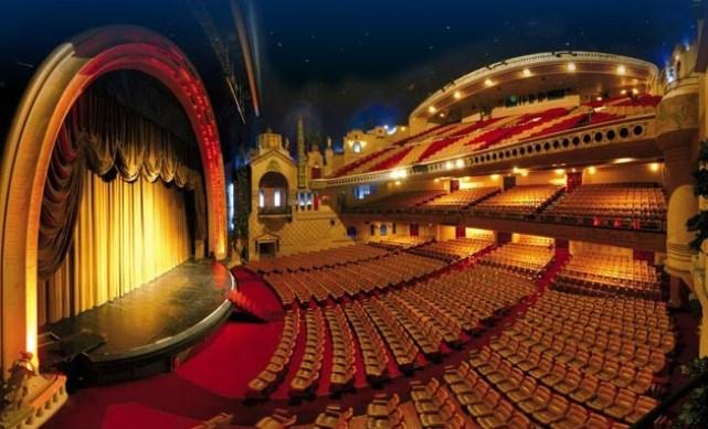 Considerado o maior cinema da Europa, comportando 2800 lugares, Le Grand Rex, com toda a sua grandiosidade, assemelha-se a um teatro antigo.