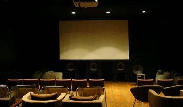 Possui apenas 40 lugares e o seu diferencial está nas cadeiras desparafusadas. O público pode, assim, encontrar a melhor posição para aproveitar o filme.
