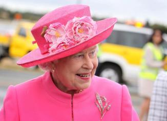 img-399405-os-chapeus-da-rainha-elizabeth-ii
