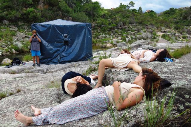 Las actrices de Piel de Lava durante el rodaje.