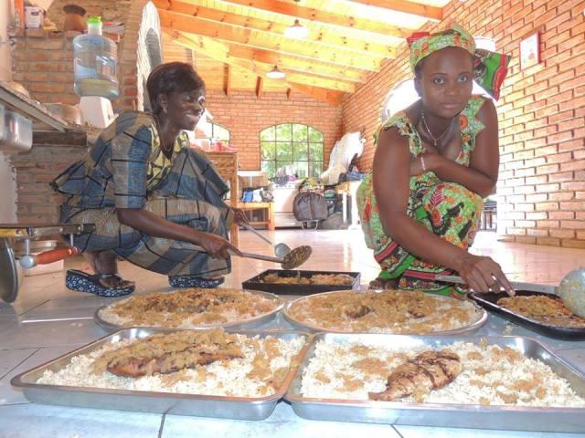 Las mujeres de Karambenor se juntan a cocinar comida tradicional senegalesa.