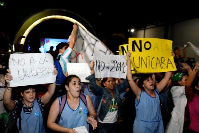 Docentes protestando contra el proyecto de la UNICABA. Foto: Télam.