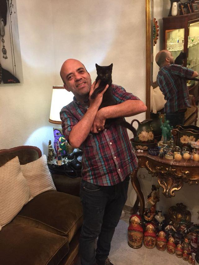 Javier Aguirre y su gata Matilda.