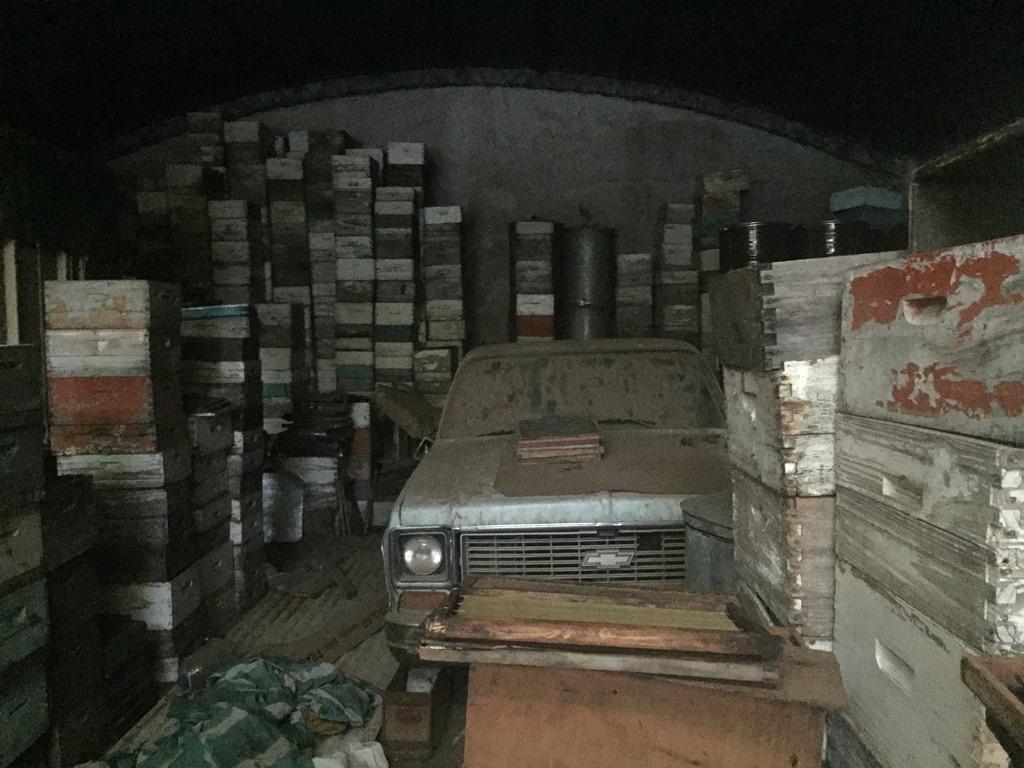 Un depósito lleno de colmenares y cajones: una muestra de la apicultura en recesión. Es propiedad de de Alfredo Montenegro, un productor afectado por la mortandad de abejas en La Paz, Córdoba.