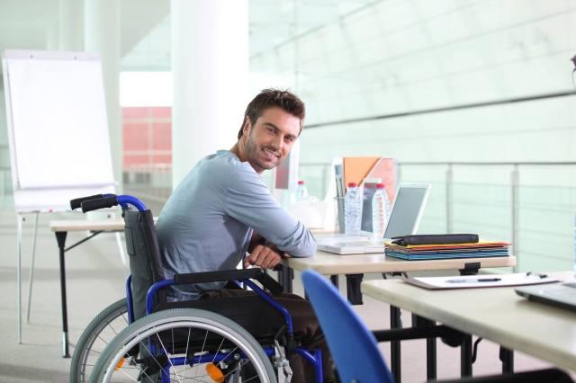 Inclúyeme trabaja con personas con discapacidades motrices, sensoriales, viscerales e intelectuales.