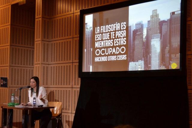 Florencia Sichel en su charla en La Noche de la Filosofía, en el CCK.