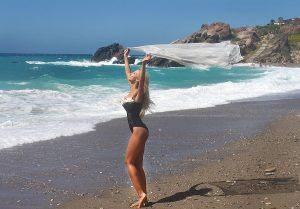 """Andreea Balan si-a facut de cap cu dansatoarele la filmarile """"Like a Bunny"""""""