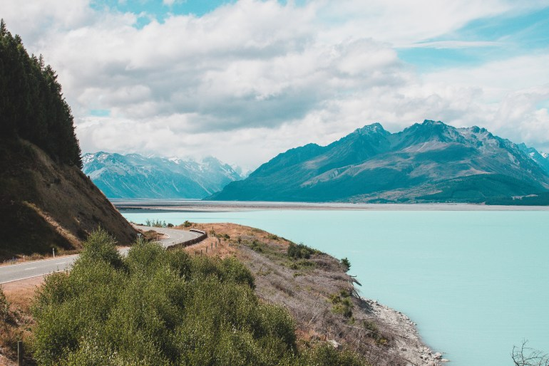 Mountains and lake in new zealand