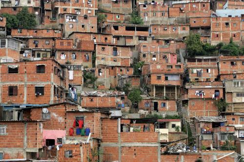 https://i0.wp.com/redart.tv/running_red/venezuela/the_barrios/invites/jj060135.jpg