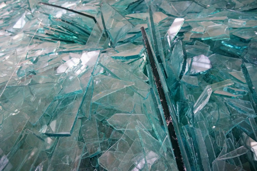 Tons of shattered glass, Robert Smithson's Map of Broken Glass at the Dia:Beacon (Augie Ray/flickr.com)