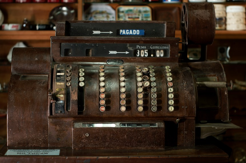Old cash register (Andrés Moreira/flickr)