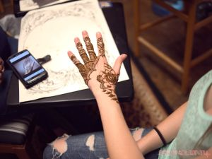 Lash Out Henna & happy hour 15
