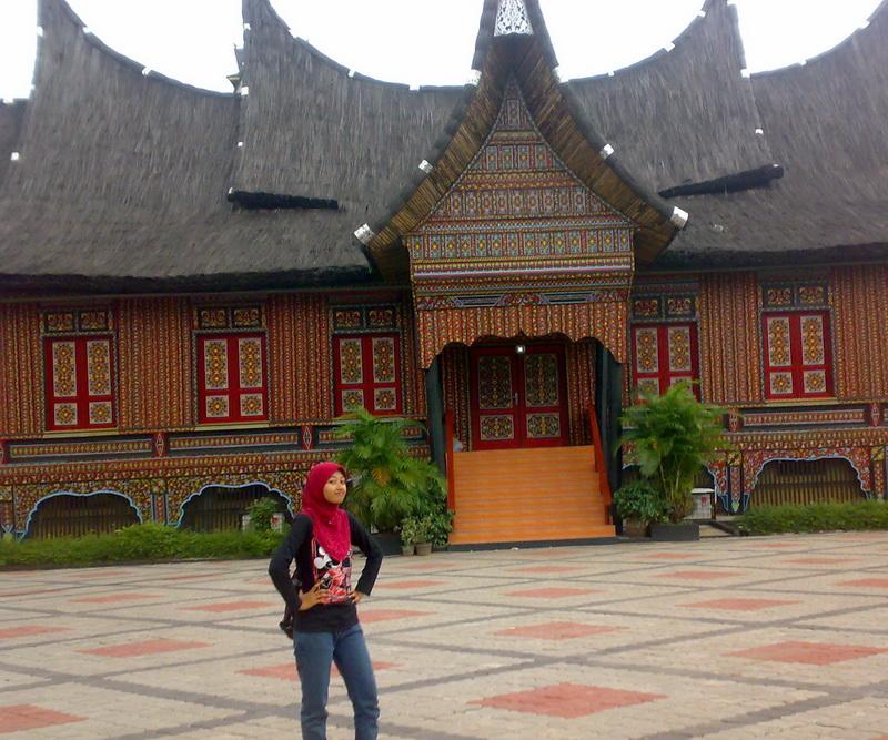 Gambar Rumah Adat Yang Ada Di Indonesia Beserta Namanya  Contoh Sur