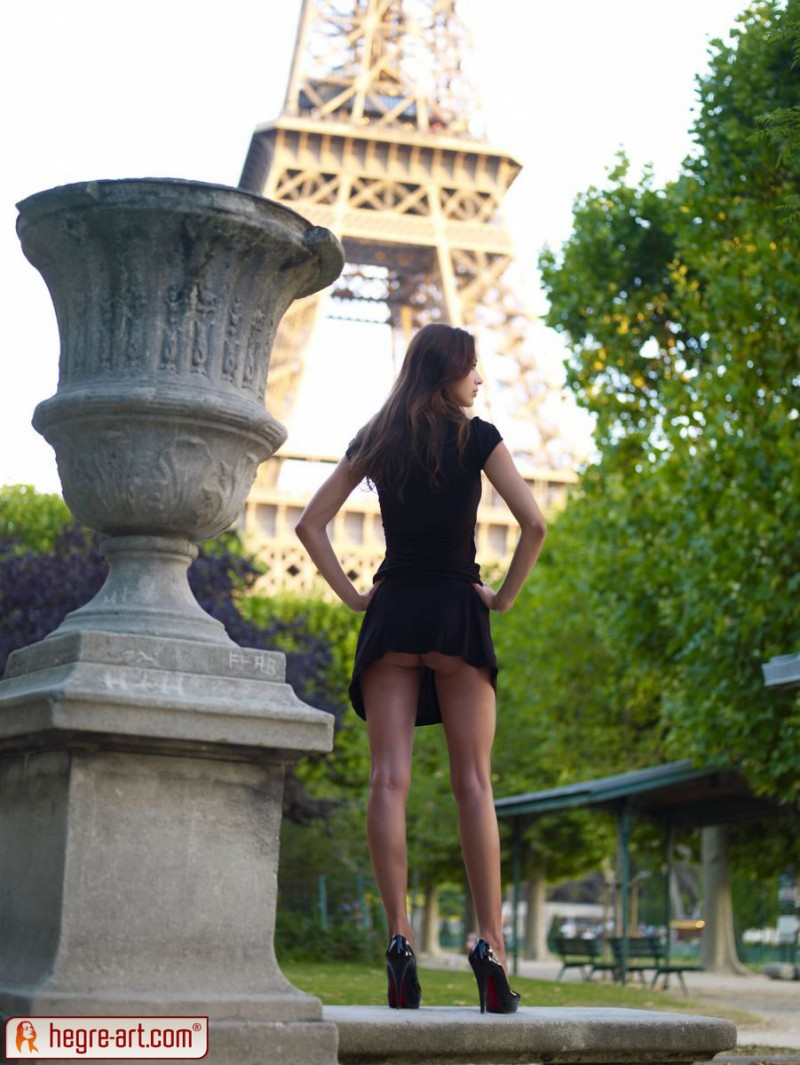 Anna Sbitnaya  Eiffel Tower