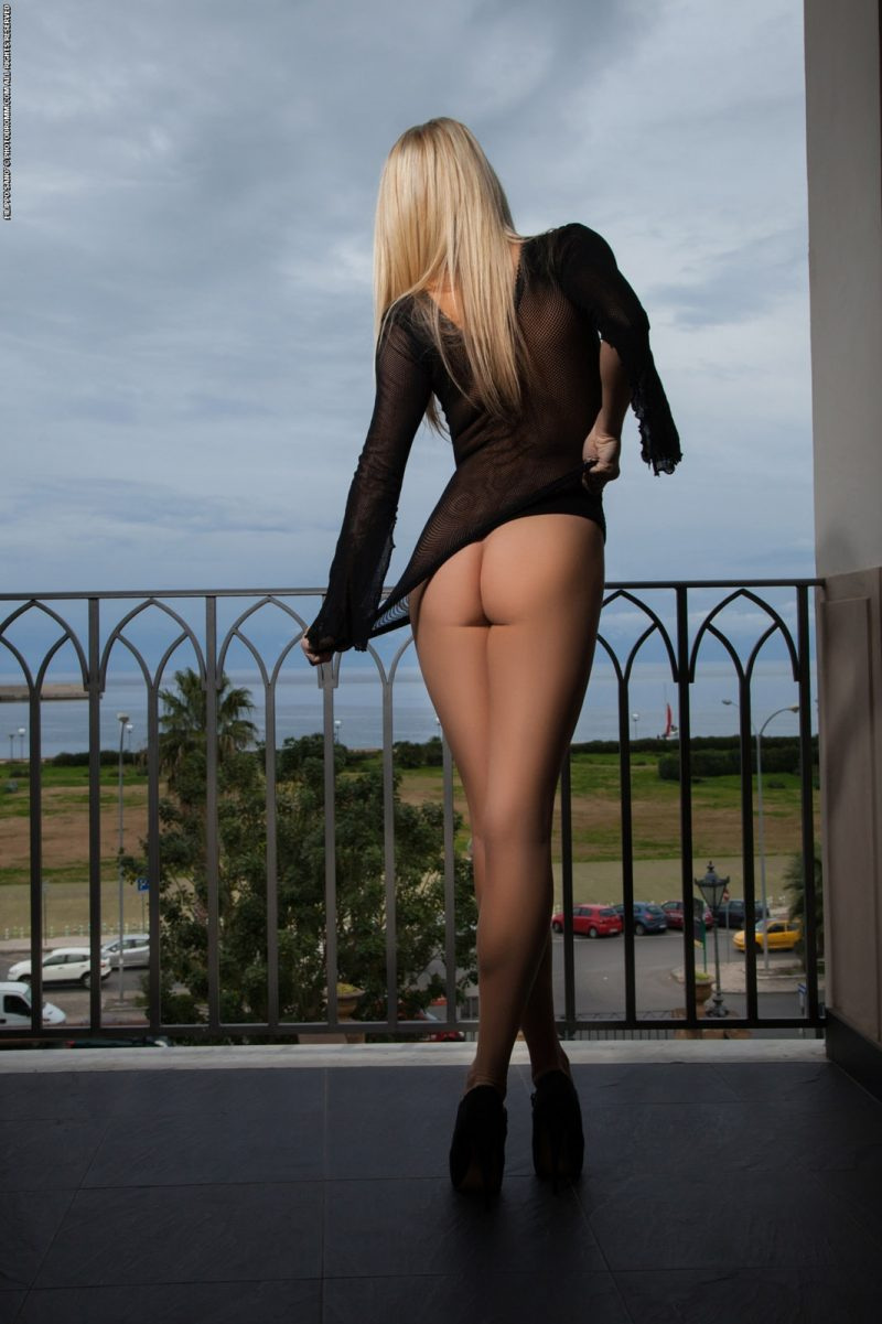 Bexie Williams on balcony  RedBust