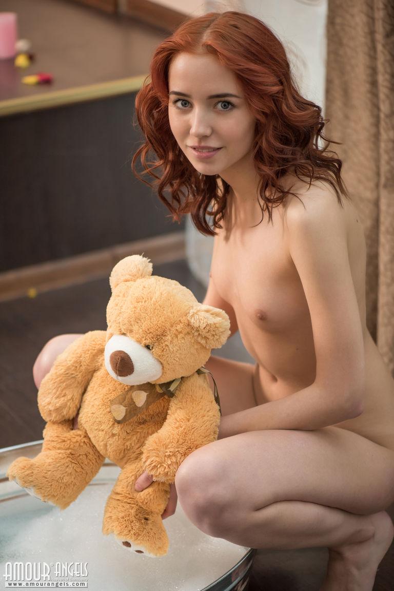 Erna  Bath for teddy bear  RedBust