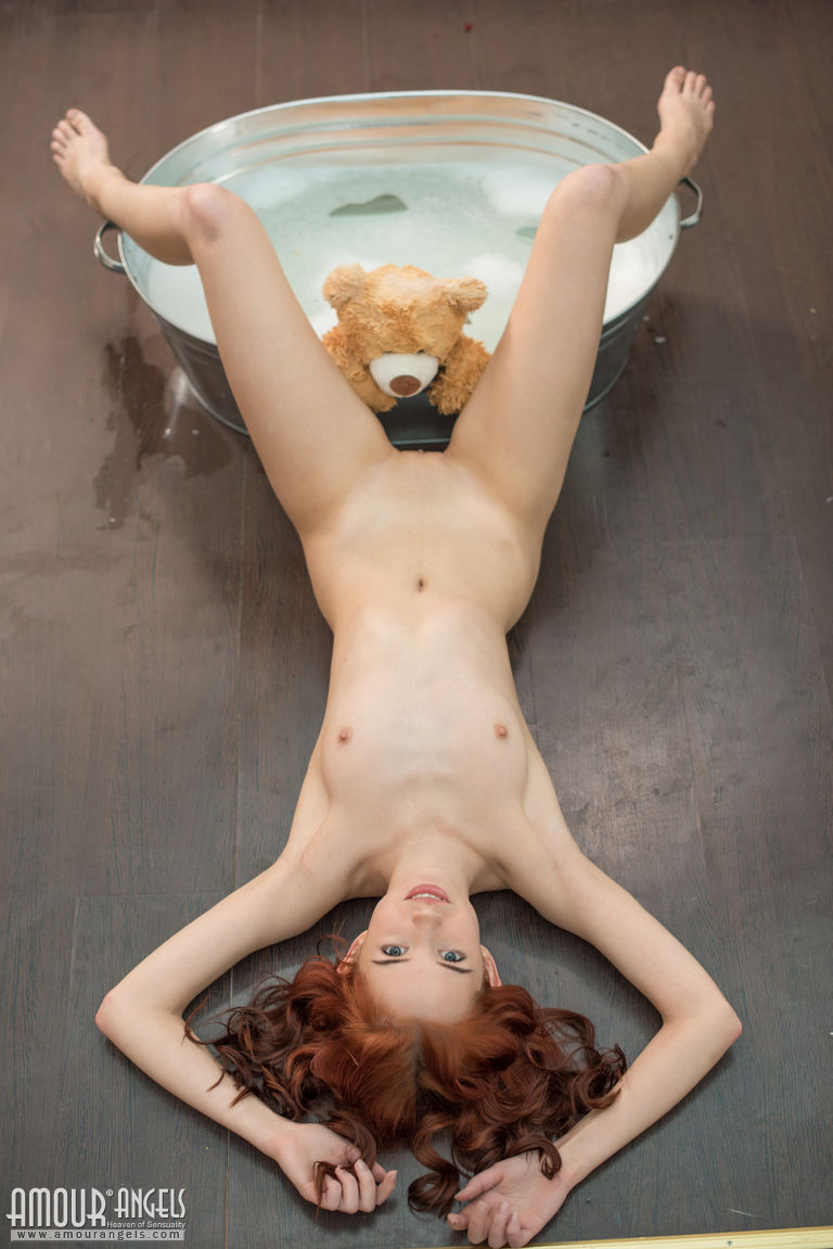 Erna  Bath for teddy bear  RedBust