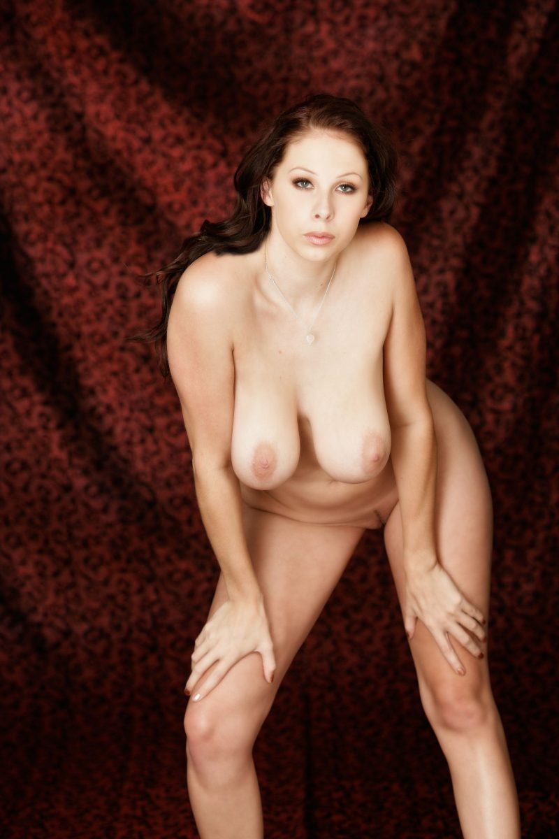 Gianna Michaels  Wreath on her head  RedBust
