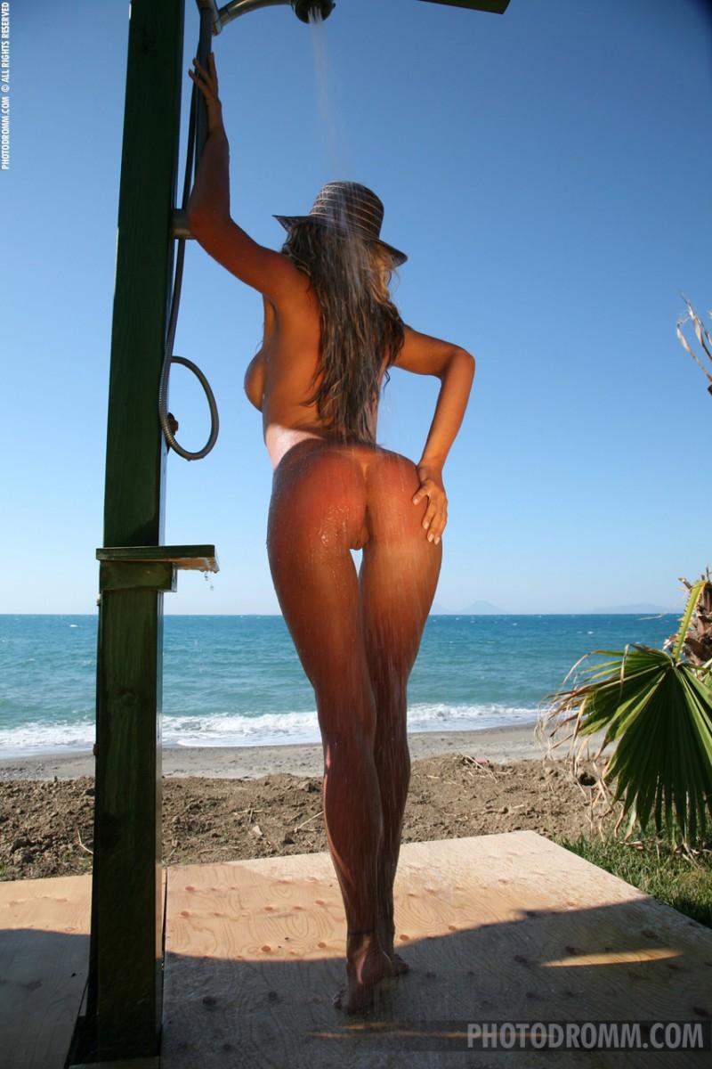 Jodie Dart  Shower next to the beach